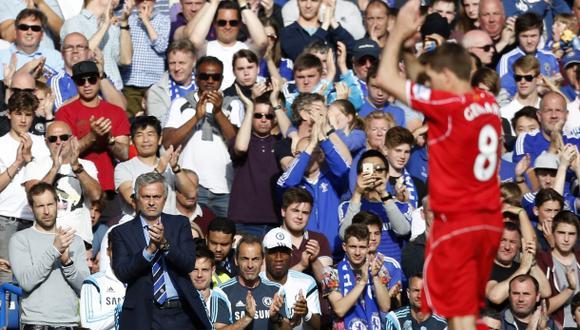 Mourinho e hinchas del Chelsea se rinden a Gerrard en cambio