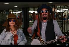 YouTube: Christina Aguilera y Jimmy Fallon sorprenden con show en metro de NY