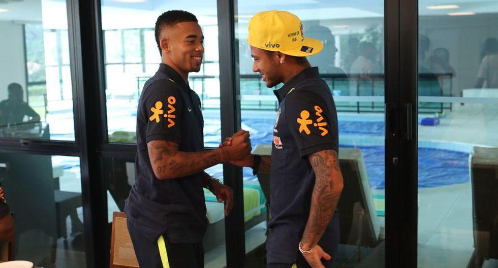 El caluroso saludo entre Gabriel Jesus y Neymar. (Foto: CBF)