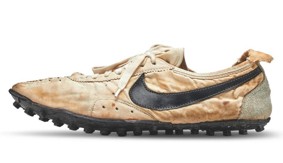 """Las """"Moon Shoe"""" subastadas, hechas a mano, fueron uno de los 12 pares fabricados y son las únicas que se sabe que nunca fueron usadas, dijo Sotheby's. (Fotos: sothebys.com)"""