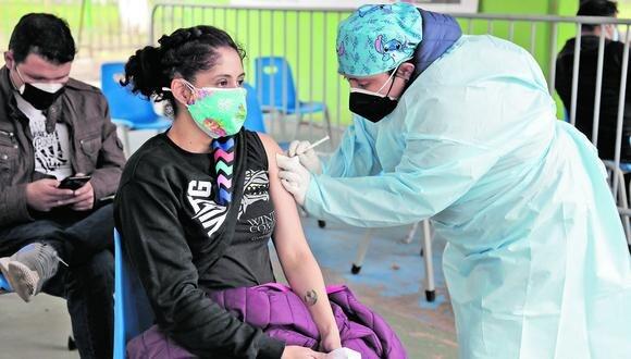 Poco a poco, gracias al arribo de más dosis, los más jóvenes van accediendo a la vacunación en todo el país. (Foto: GEC)