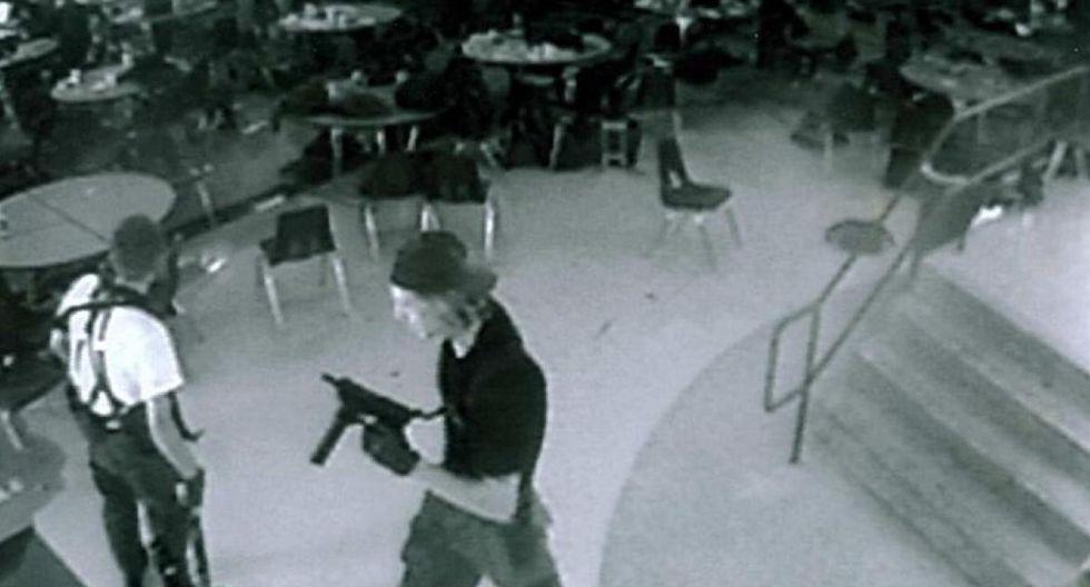 ► 20 abril de 1999 | Dos estudiantes adolescentes, Eric Harris y Dylan Klebold, armados con un fusil de asalto, dos escopetas y un revólver, mataron a 13 personas e hirieron a 23 en la escuela de Columbine, en Littleton, en el estado de Colorado, antes de suicidarse.