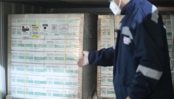Las 300 mil dosis del primer lote de vacunas contra el COVID-19 de Sinopharm se encuentran en el almacén de Cenares. (Foto: Presidencia)