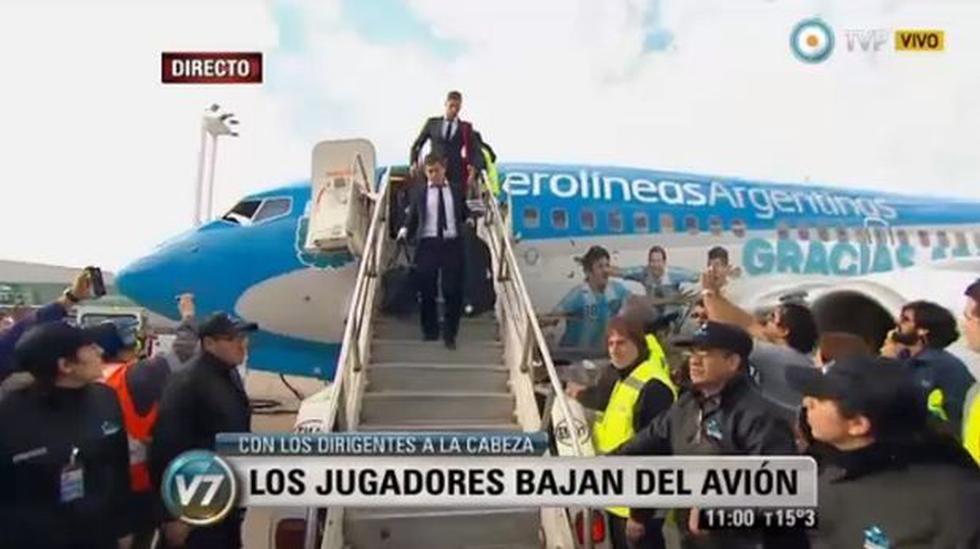 Selección argentina llegó entre aplausos a Buenos Aires - 1