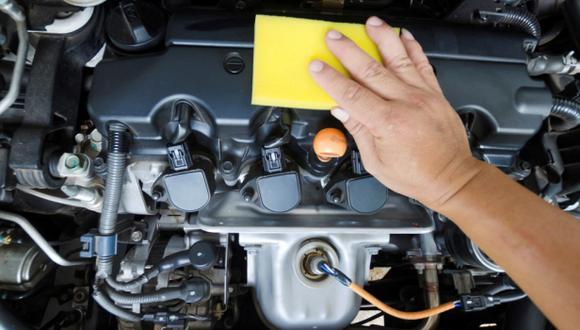 ¿Cómo limpiar el motor de un auto?