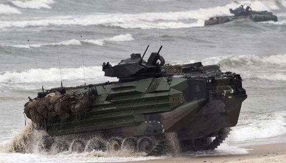 Un vehículo de asalto anfibio de la infantería de marina de Estados Unidos participa en las maniobras de desembarco Baltops 2018 en el mar Báltico, cerca de Vilna, Lituania, el lunes 4 de junio de 2018. Una unidad similar se hundió el jueves 30 de julio de 2020 frente a las costas de San Diego. (AP Foto/Mindaugas Kulbis, Archivo).