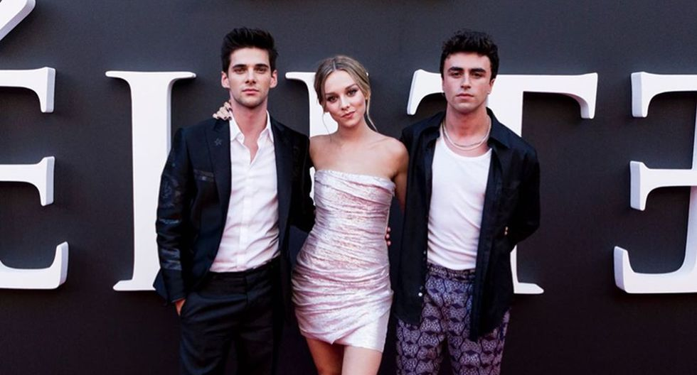 """Los actores de """"Élite"""" durante la alfombra roja de la serie española que se estrena en Netflix el 6 de septiembre."""
