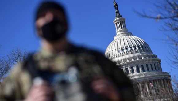 La Guardia Nacional patrulla cerca del edificio del Capitolio de Estados Unidos en Capitol Hill el 3 de marzo de 2021. (Foto de Eric BARADAT / AFP).