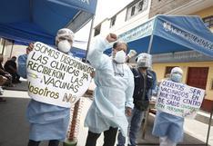 Vacunación contra el COVID-19: quejas de médicos y enfermeras que siguen esperando ser inmunizados
