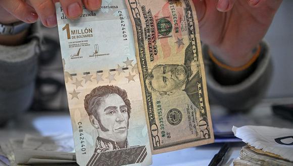 El dólar se negociaba por encima de 4.1 millones de bolívares soberanos en Venezuela. (Foto: AFP)