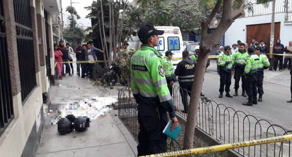 Policía se enfrentó con delincuentes que habían asaltado a dos transeúntes la mañana del sábado.