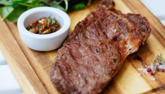 Sartén o parrilla a buen fuego, aceite y sal son las claves para tener un delicioso bistec. (Foto: Pexels)