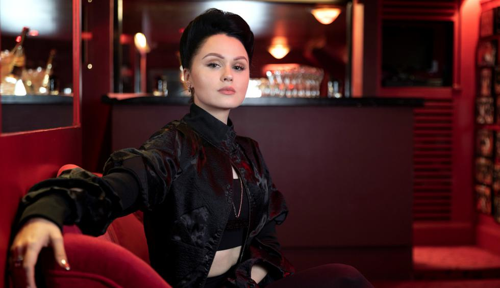 """Viktoria Modesta es conocida por el video de su canción """"Prototype"""" en el que aparece con una pierna protésica. Se volvió viral en Youtube y en las redes sociales. (Fotos: AFP)"""