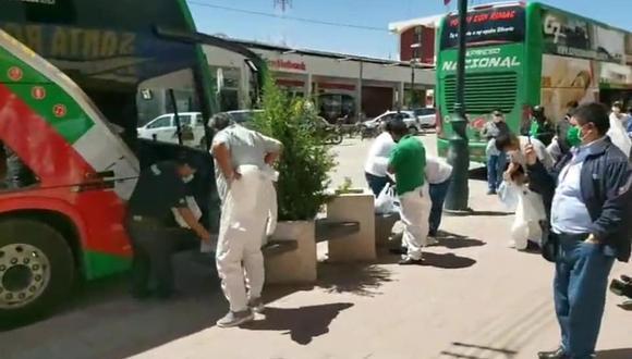 Antes de partir hacia el anexo de Corcona, los buses fueron fumigados y desinfectados. (FOTOS: DIFUSION)