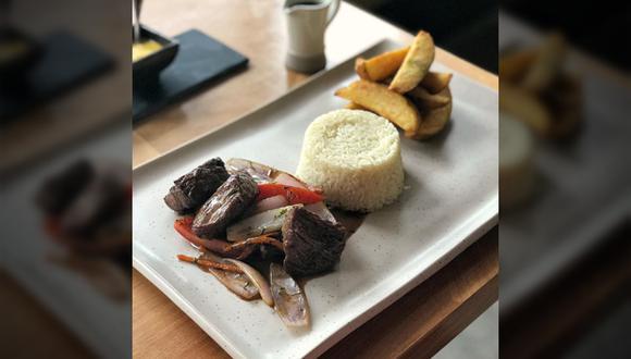 """Nanka aseguró que esta foto, que fue publicada en un blog gastronómico y se volvió viral, """"no refleja la presentación real"""" de su lomo saltado. (Facebook)"""