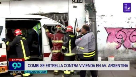 El accidente dejó al menos cuatro heridos. (Foto: Captura)
