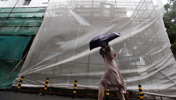 Al menos nueve personas murieron después de que el tifón Rumbia, el decimoctavo de este año, hiciera estragos en el centro y este de China, donde casi cuatro millones de personas han resultado afectadas. (Reuters)