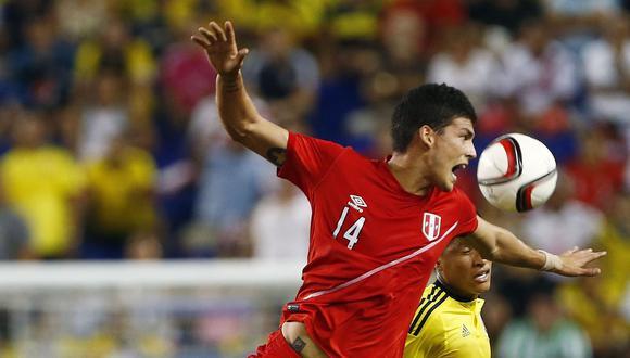 Iván Bulos se perderá los partidos ante Argentina y Colombia, por el cierre de las Eliminatorias Rusia 2018. El delantero de la selección peruana tendrá una rehabilitación larga. (Foto: AP)