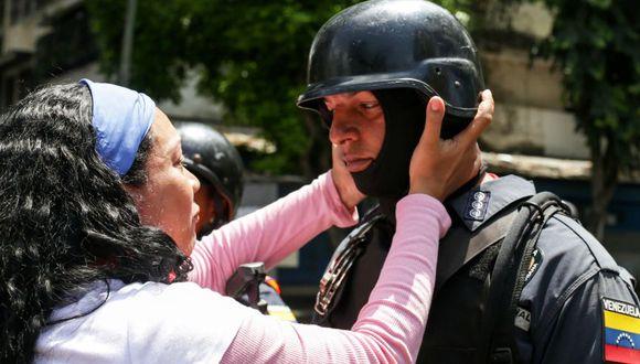 Estados Unidos afirma que militares venezolanos están en contacto con la oposición. (AFP)