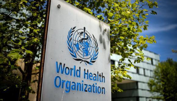 Un letrero de la Organización Mundial de la Salud (OMS) en la entrada de su sede en Ginebra en medio del brote de coronavirus Covid-19. (Foto: Fabrice COFFRINI / AFP)