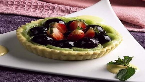 Tartaletas con kiwi, uvas y fresas