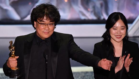 """Oscar 2020. Bong Joon Ho, director de """"Parasite"""", recibe el premio a Mejor película internacional. Foto: AFP."""