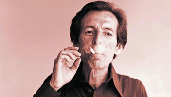 El escritor Julio Ramón Ribeyro no podía escribir sin fumar. (Foto: Archivo de El Comercio)