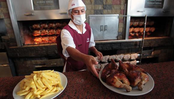 Cada mes, se consumen 12 millones de pollos a la brasa en nuestro país. (Foto: Rolly Reyna/ Archivo El Comercio)
