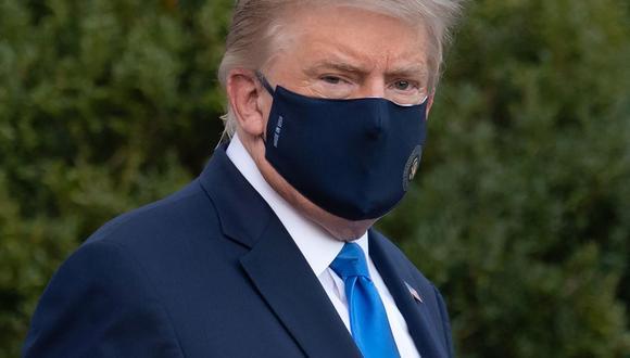 Donald Trump a su arribo al hospital Walter Reed horas después de dar positivo a coronavirus Covid-19. (Foto: SAUL LOEB / AFP).