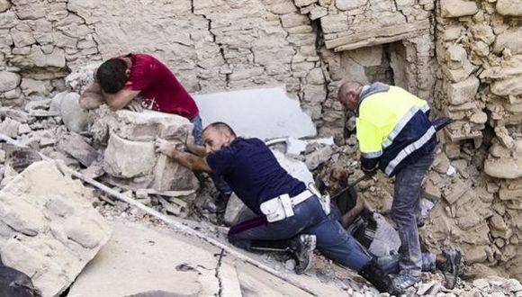 """Italia: """"¡Ayúdennos, mis padres están heridos, pero vivos!"""""""