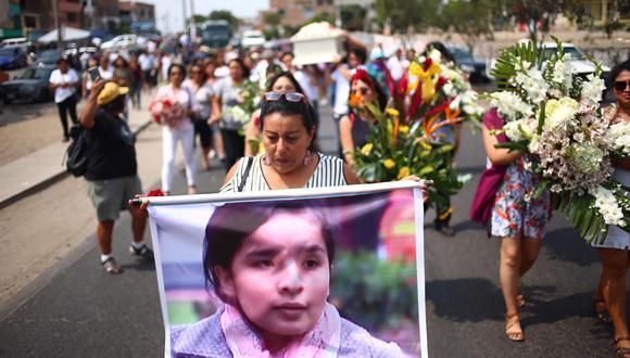 Amigos y familiares de Solsiret Rodríguez asistieron al entierro de la joven activista vistiendo prendas blancas. Se realizó en el cementerio Oquendo de Ventanilla. (Fotos: Hugo Curotto/GEC).