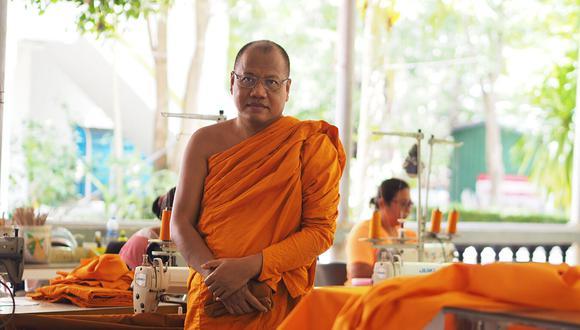 Phra Maha Pranom Dhammalangkaro, de 54 años, abad del templo de la provincia de Samut Prakan, resalta el excelente modelo de reciclaje que realizan para Tailandia. (Foto: Bangkok Post)