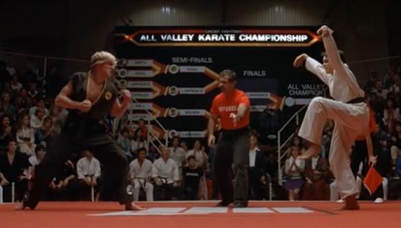 """La famosa patada de Daniel Larusso al final de """"The Karate Kid"""" ha sido cuestionada por años y el debate se reaviva tras el lanzamiento de """"Cobra Kai"""". (Foto: captura de YouTube)"""