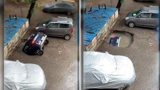 Video viral: Tierra se 'traga' automóvil que estaba estacionado