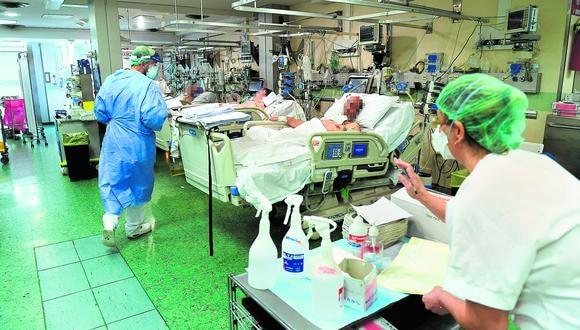 La pandemia del coronavirus enlutó a las comunidades peruanas en el extranjero. Las más golpeadas están en Italia, Estados Unidos y España. (Foto: AFP)