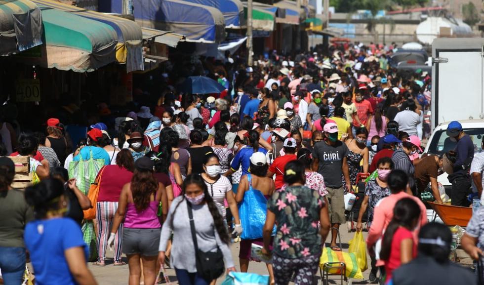 El mercado Unicachi de Villa el Salvador estuvo abarrotado de gente. (Foto: Fernando Sangama/GEC)