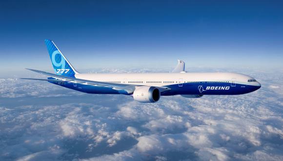 Según la investigación preliminar del siniestro de Lion Air, el morro del avión se inclinó hacia abajo más de 20 veces, un movimiento que pudo estar causado por un error de un sistema automático. (Foto: AFP)