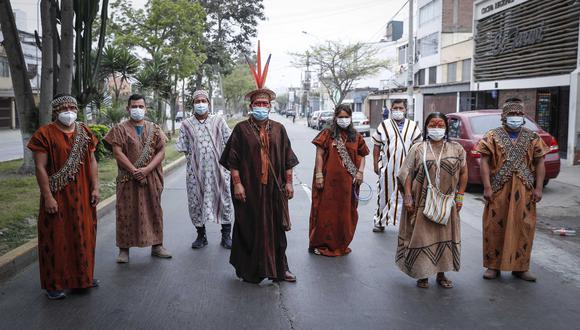 Ocho líderes indígenas de la amazonía peruana llegaron a Lima para solicitar seguridad de parte del Gobierno. Ellos están siendo amenazados por mafias del narcotráfico, taladores ilegales e invasores (Foto: El Comercio/Hugo Pérez)