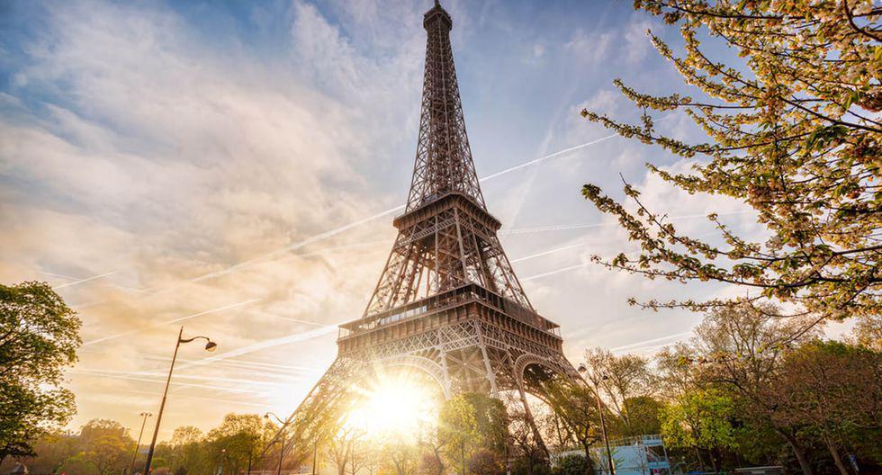Torre Eiffel. Es de esperarse que el máximo atractivo francés esté siempre lleno de turistas y que las colas para ingresar duren hasta dos horas. Pero al vista que se disfruta desde lo alto hace que cada