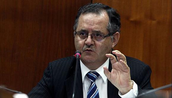 La renuncia de Falconí vulnera la Constitución, según expertos