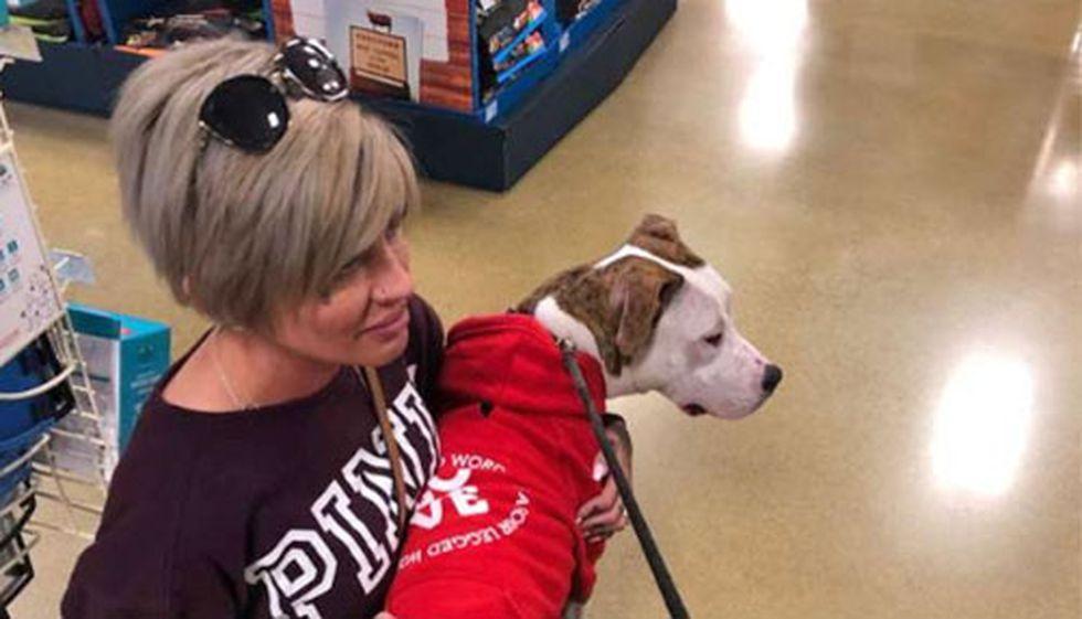 Jessica Banzhof el día en que conoció a Cupid en la tienda de mascotas.