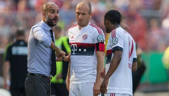 """Douglas Costa: Robben calificó bicicleta como """"jugada de circo"""""""