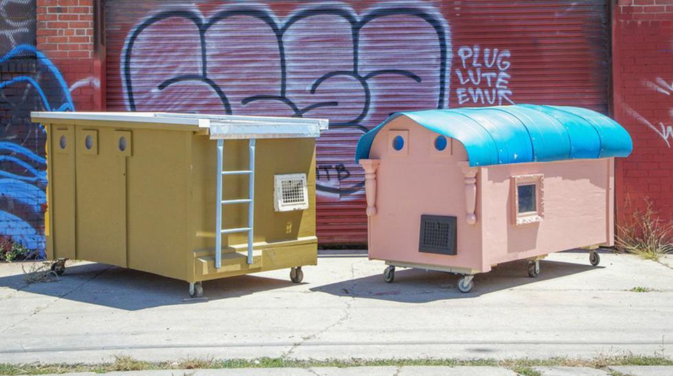 El problema de la basura en las calles es común en las grandes ciudades del mundo. Aprovechando esta situación, el artista Gregory Kloehn decidió recolectar materiales que pueda reutilizar para hacer algo bueno por los más necesitados: construir casa