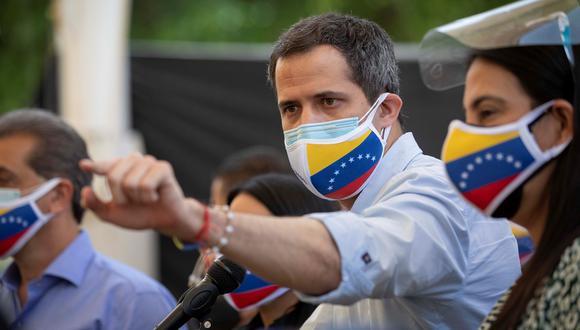 Fotografía fechada el 12 de mayo de 2021 del opositor venezolano Juan Guaidó en una rueda de prensa, en Los Palos Grandes, Caracas (Venezuela). EFE