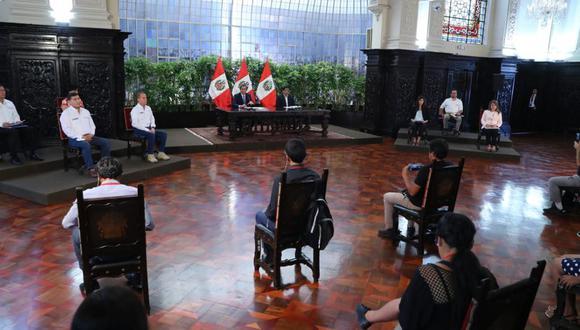La institución sugirió que el Gobierno permita a los medios de comunicación realizar preguntas y repreguntas durante la conferencia diaria del presidente de la República. (Foto: GEC)