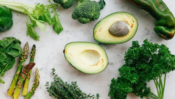 Los trucos para madurar aguacate cuando los adquieres demasiados verdes son diversos y uno incluye harina. (Foto: Daria Shevtsova / Pexels)