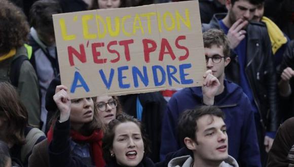 Protesta se realizó contra el aumento de las tarifas para estudiantes extranjeros en París. (Foto: AFP)