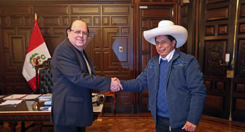 Han pasado más de 90 días desde que el presidente Pedro Castillo, cuando todavía era candidato, pidió en público al presidente del Banco Central de Reserva (BCR), Julio Velarde, que mantenga su trabajo al frente de la autoridad monetaria. A pesar de que Velarde ha aceptado quedarse al mando del BCR, Castillo ha dejado su ratificación en 'stand by' (Presidencia del Perú)