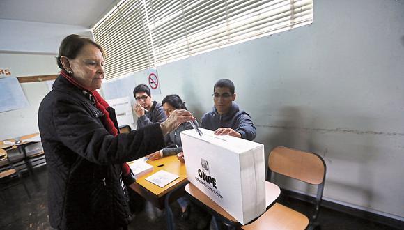 Desde el 2015 hasta la semana pasada, más de 1.700 organizaciones habían comprado kits electorales. Estas buscarán firmas para inscribirse ante el JNE y participar en los comicios de octubre del 2018. (Foto: Archivo El Comercio)