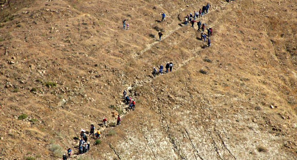 Miles de fieles peregrinaron al santuario de la Virgen de Chapi - 4